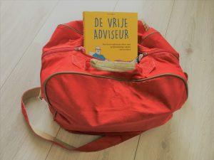 Boek: De vrije adviseur van Arjan Yspeert in rode sporttas